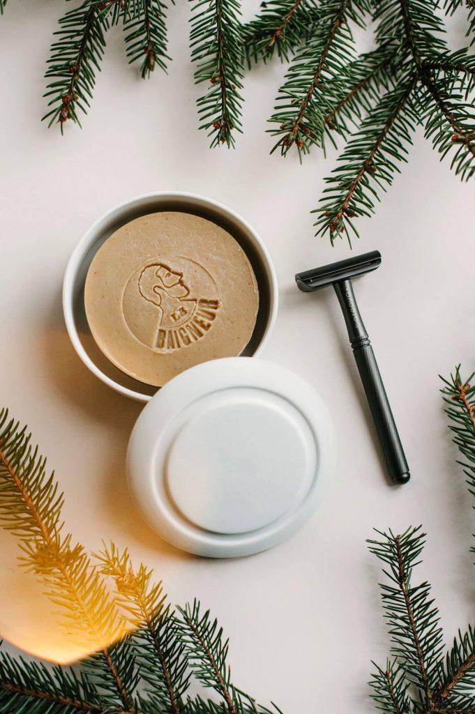 Nula kalėdines dovanos skutimosi peiliukas ir muilas